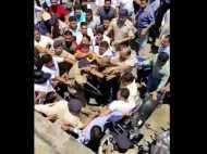 भाजपा कार्यकर्ताओं और पूर्व कांग्रेस विधायक के बीच सड़क पर हाथापाई, सरेआम चले लात घूंसे