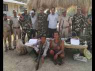 भारत में घुसपैठ कर हिरण और नीलगाय का शिकार कर रहे थे 2 विदेशी, जवानों ने दबोच लिया