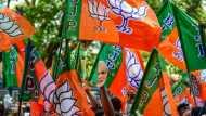 भाजपा बोली- बंगाल में बनी सरकार तो योगी राज की तरह होंगे अपराधियों के एनकाउंटर