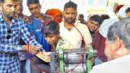 गन्ने की मशीन में दो घंटे तक फंसा रहा हाथ, युवक को मशीन समेत ही ले गए अस्पताल, बाजू तक काटना पड़ा
