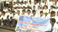 कोलकाता में डॉक्टरों के साथ मारपीट के विरोध यूपी में हड़ताल, कामकाज ठप होने से परेशान हो रहे मरीज