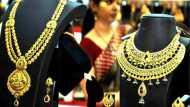 सोना हुआ और महंगा, चांदी की कीमत में 910 रुपए की उछाल, जानें आज का भाव