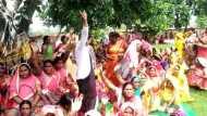 आंगनबाड़ी कार्यकर्ताओं का अनिश्चितकालीन प्रदर्शन, प्रियंका गांधी से मुलाकात के बाद गई थी जिलाध्यक्ष की नौकरी