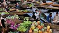 Article 370: रात में 10 बजे से सुबह 4 बजे तक क्यों खुल रही है श्रीनगर की सबसे बड़ी सब्जी मंडी?
