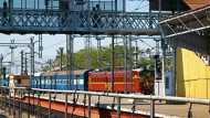 देश के इस राज्य में अब हिंदी-अंग्रेजी के बाद उर्दू नहीं, संस्कृत में लिखा जाएगा रेलवे स्टेशनों का नाम