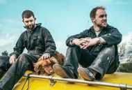 बोट से दो युवक और एक कुत्ते के आर्कटिक पहुंचने की दिलचस्प कहानी