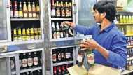 शराब से दिल्ली सरकार को छप्पर फाड़ कमाई, 1 महीने में 300 करोड़ से ज्यादा की बिक्री