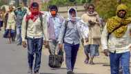 राज्य सरकारें सुनिश्चित करें, प्रवासी मजदूरों को मिले खाना और घर पहुंचने के लिए रेल टिकट: MHA