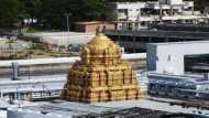 सबसे अमीर हिंदू तीर्थस्थान तिरुपति बालाजी मंदिर ने 1300 श्रमिकों को नौकरी से हटाया