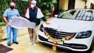 नई कार Mercedes-Benz S-Class खरीदने पर ट्रोल हुए बिग बी, कोरोना में सबके हीरो बने सोनू सूद