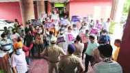 लंबा इंतजार करवाने पर भाजपा नेता ने कमिश्नर के PS को मारा थप्पड़, विरोध में धरने पर बैठे नगर निगम कर्मचारी