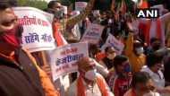 दिल्ली: सार्वजनिक स्थान पर छठ पूजा पर प्रतिबंध के विरोध में भाजपा पूर्वांचल मोर्चा ने सीएम आवास के बाहर निकाला मार्च