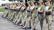 यूक्रेन में महिला सेना के हील्स पर क्यों मचा है हंगामा ? ऊंची हील्स जूती के साथ किया परेड