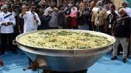 कौन पका रहा है 'डेढ़ चावल की खिचड़ी?'