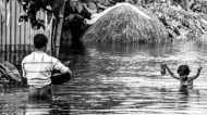 असम के बाढ़ पीड़ित नाव पर रहने को मजबूर, प्रशासन बेख़बरः ग्राउंड रिपोर्ट