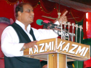 Uttar Pradesh Azam Khan Gets No Support From Sp Against Bukhari Aid0146