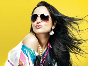 Sonakshi Turns An Item Girl For Akshay Kumar