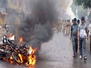 Mumbai Protest Against Assam Riots Turns Violent