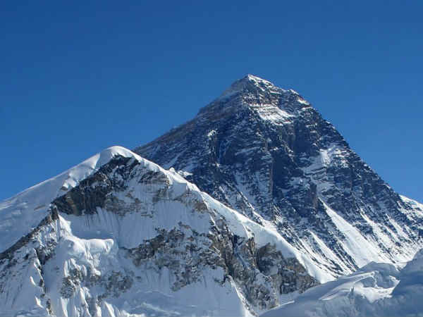 mount everest in hindi For over 150 years scientists have tried to establish the exact height of mount everest to settle the matter once and for all, nepal has ordered a new survey of the world's highest.