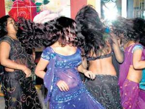 2 लाख वेश्याओं को बढ़ावा देगा महाराष्ट्र में बार डांस पर हटा बैन