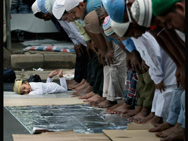 Deoband releases fatwa for muslims to not offer namaz on wig
