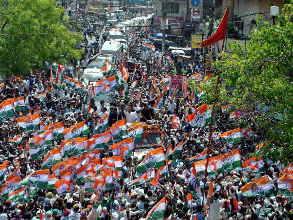 चुनाव प्रचार के आखिर दिन राहुल गांधी के रोड शो ने बढ़ाया वाराणसी में सियासी पारा