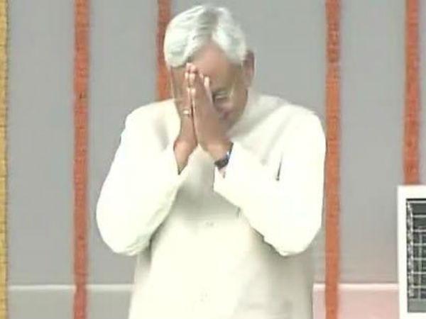 नीतीश कुमार ने ली सीएम पद की शपथ, तेजस्वी- तेज बने मंत्री