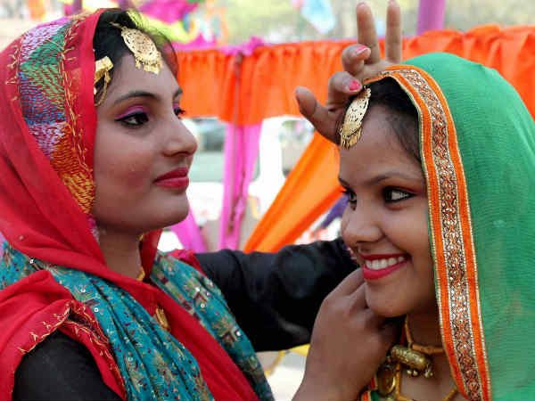 essay on surajkund mela Report writing surajkund mela the surajkund crafts mela is organized each year by the tourism department in haryana in february this is a very colorful.