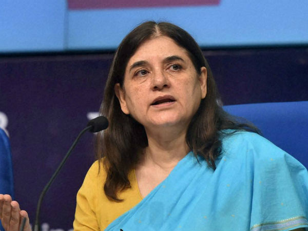 Maneka Gandhi gets angry on supply inspector