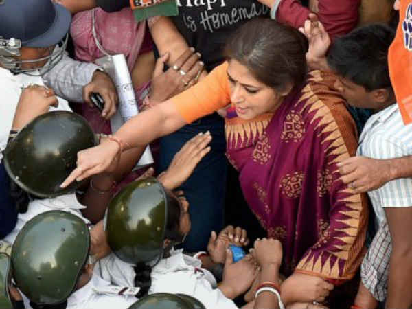 West Bengal Assembly Elections: BJP's Roopa Ganguly manhandles TMC worker outside polling booth