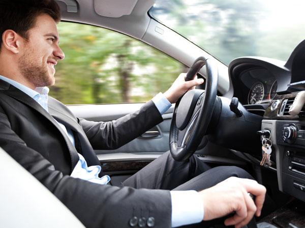 भारत में ड्राइविंग के लिए लाइसेंस रखने की नहीं होगी जरूरत, बस फोन से होगा काम!
