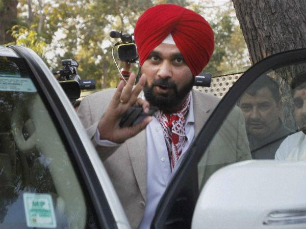 नहीं छूट रहा नवजोत सिंह सिद्धू का पाकिस्तान मोह, एक बार फिर दिया विवादित बयान