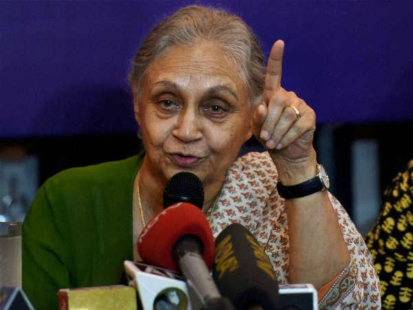 <strong>शीला दीक्षित ने आप को बताया स्कैंडल की सरकार </strong>