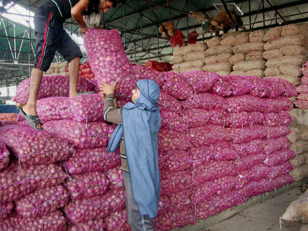 Wholesale onion price hits 10-year record low of 2/kg