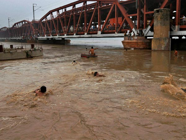 Delhi on alert as Yamuna flows near danger mark