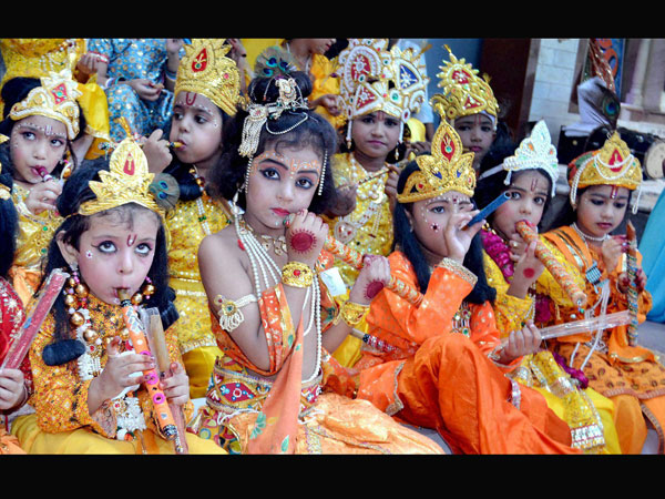 PHOTOS : जन्माष्टमी पर मथुरा के बांके बिहारी मंदिर में तैयारियां पूरी, देखिए तस्वीरों में