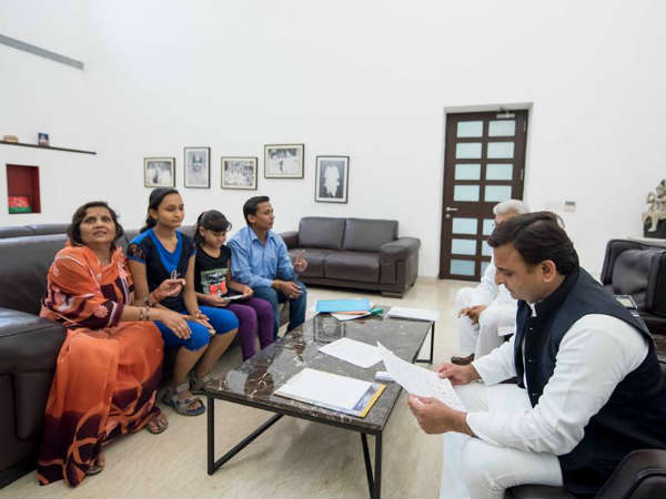 CM Akhilesh give compensation of 10 lac to girls of Bulandsahar
