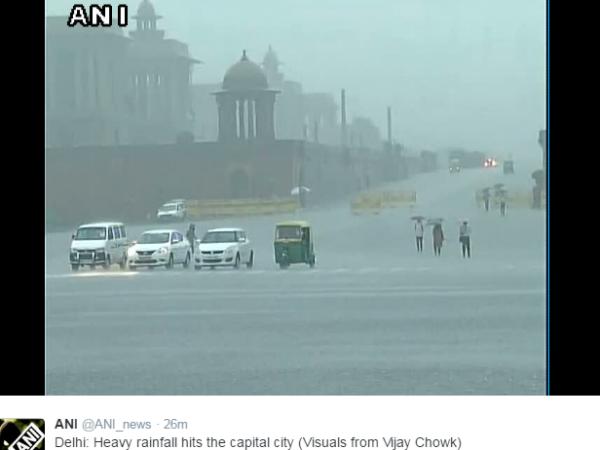 दिल्ली-NCR में भारी बारिश, कई इलाकों में ट्रैफिक जाम, हवाई सेवा प्रभावित