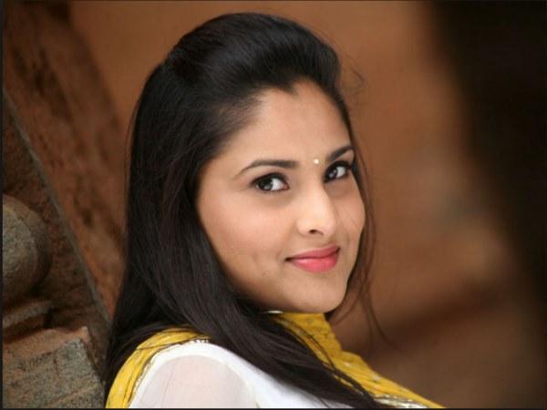 अभिनेत्री रम्या का बढ़ा विरोध, प्रदर्शनकारियों ने कार पर फेंके अंडे