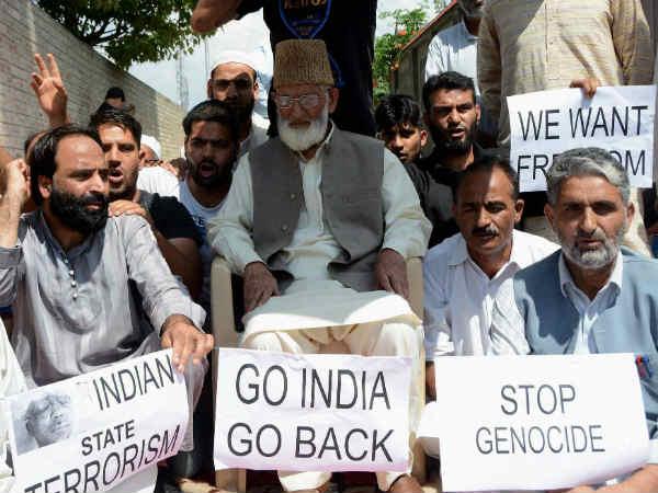 इंडियन आर्मी को कश्मीर खाली करने के लिए कहने वाले गिलानी गिरफ्तार