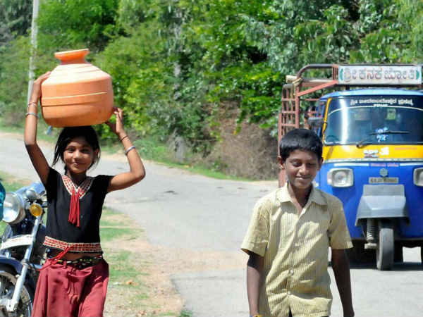 पानी भरने में बेटियां खर्च कर देती हैं 200 मिलियन घंटे या 22,800 साल