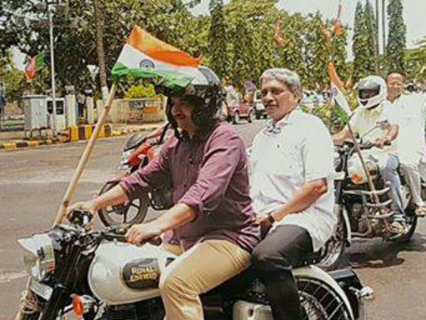 Manohar Parrikar without helmet on Bike in Tiranga Yatra, See Pics