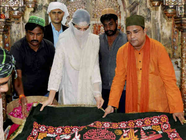 Katrina Kaif offers prayer at Fatehpur Sikri for her film