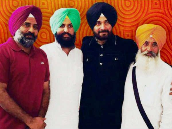 Navjot Singh Sidhu forms 'new front' 'Awaaz e Punjab', ties with Pargat, why?