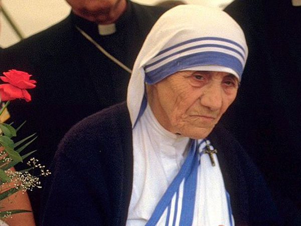Mother Teresa declared saint by Pope Francis at Vatican ceremony