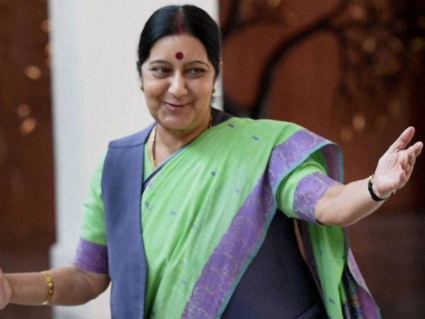Sushma Swarajs husbands witty reply to a tweet proves hes just as cool as her