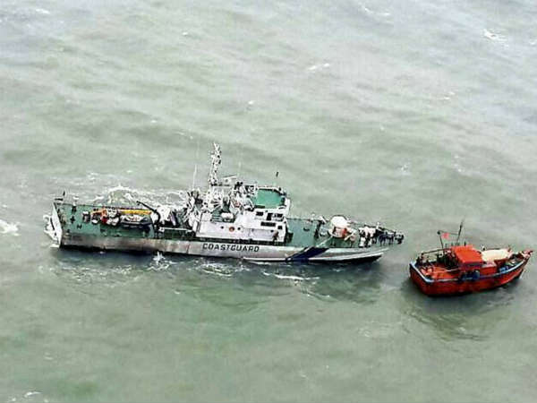 A Pakistan boat with 9 crew apprehended by Coast Guard off Gujarat coast