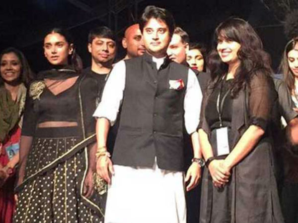 Ramp walk by jyotiraditya scindia for chanderi sarees: Pics