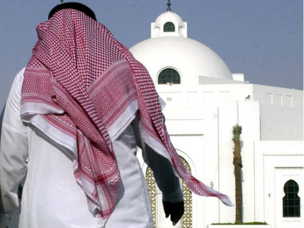 Saudi Arabia abandons Islamic calendar for govt pay