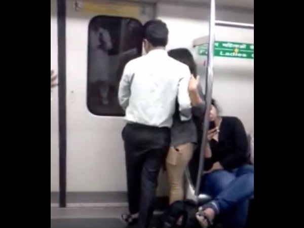 couple intimated inside delhi metro, Video goes viral